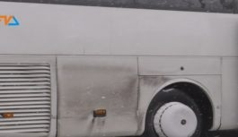 Między tirem a autobusem